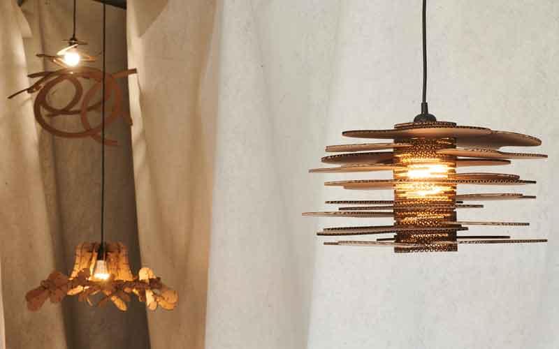 Izložba svjetiljki s radionice Svjetleći karton